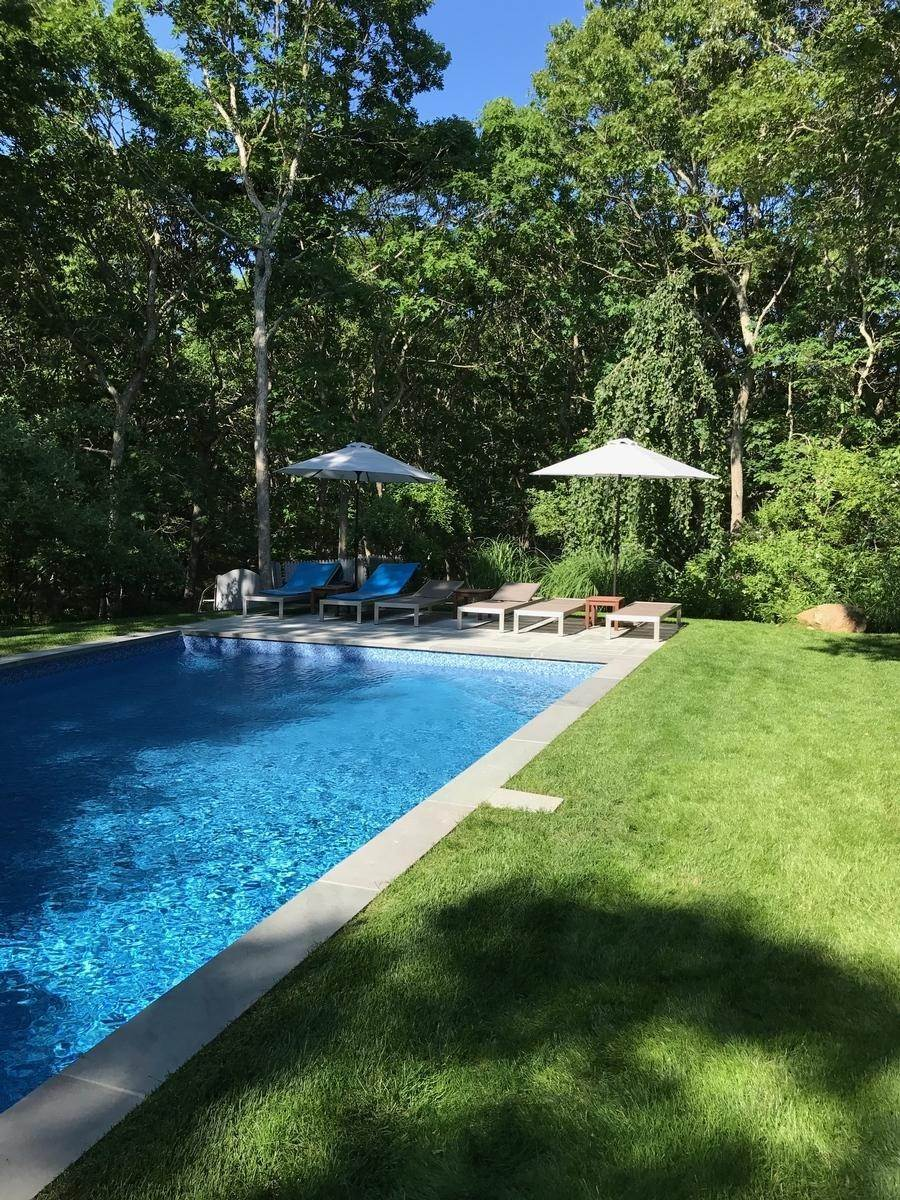 13. Single Family Home at Summer Spectacular! East Hampton, NY 11937
