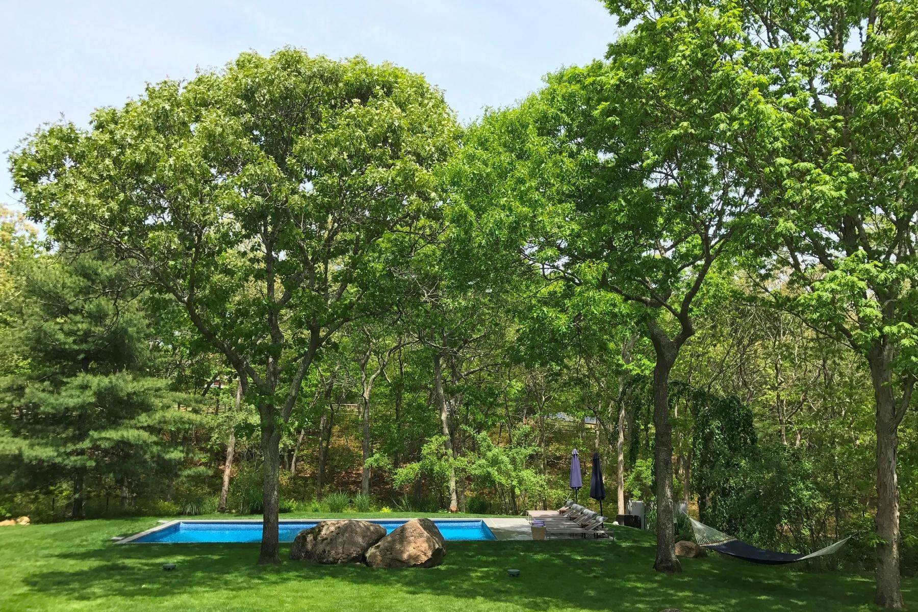 17. Single Family Home at Summer Spectacular! East Hampton, NY 11937
