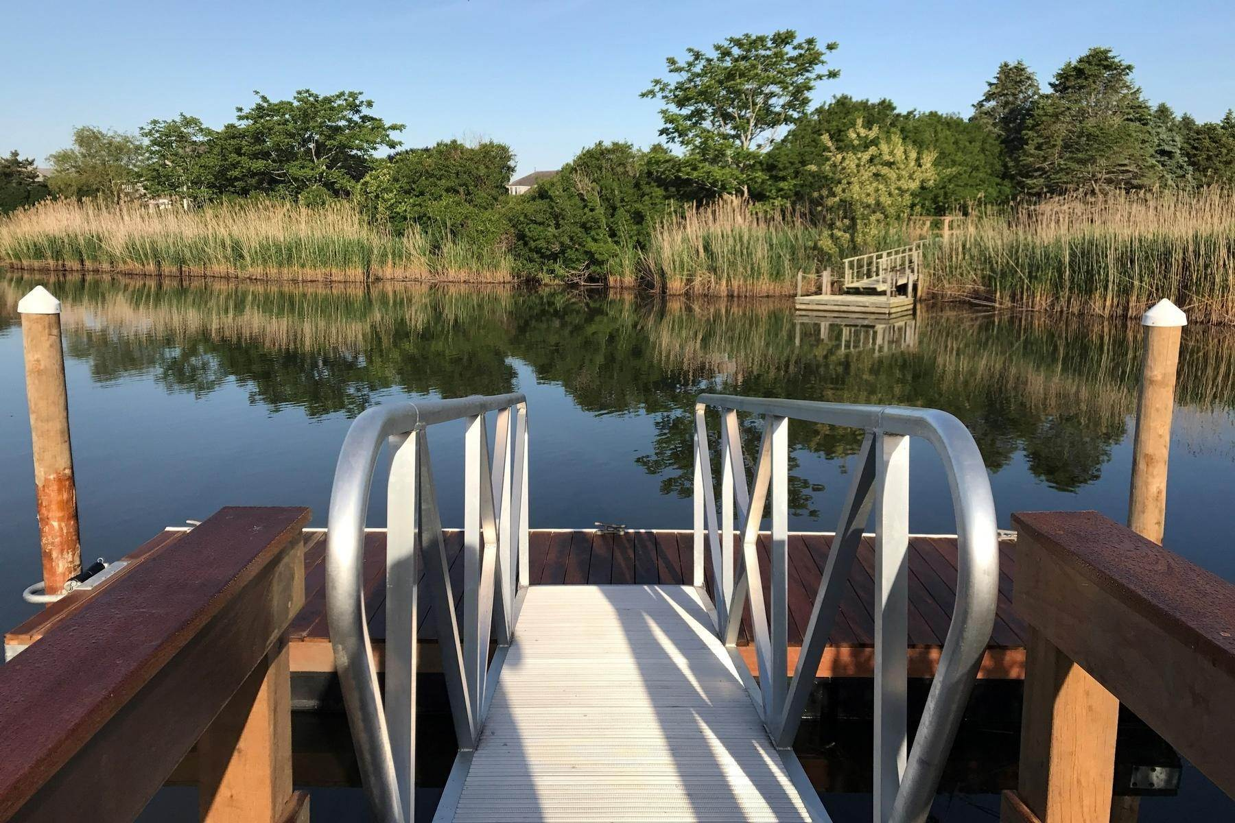 14. Single Family Home at Close To Ocean With A Dock On Sam's Creek Bridgehampton, NY 11932