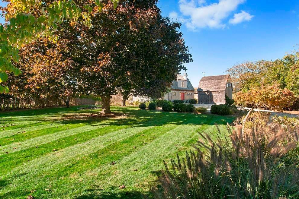 4. Single Family Home at Close To Ocean With A Dock On Sam's Creek Bridgehampton, NY 11932