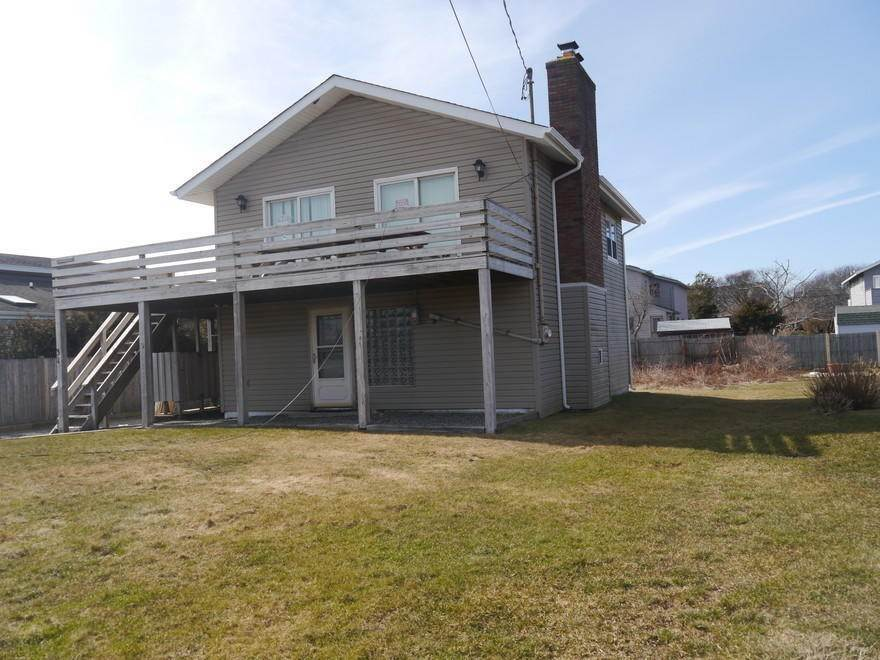 24. Single Family Home at Ditch Plains Lovers Montauk, NY 11954