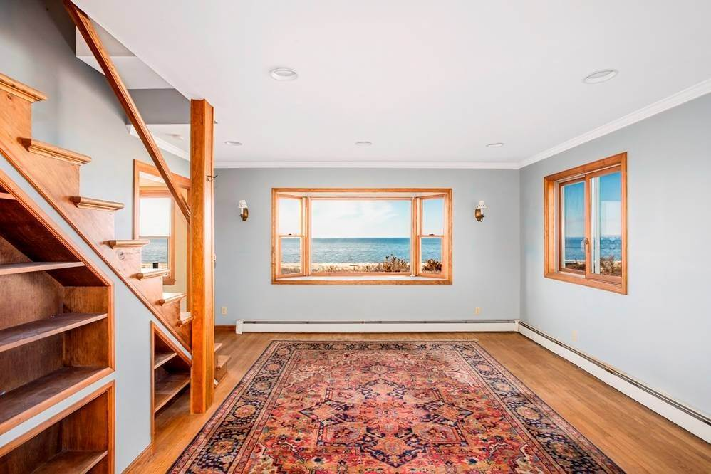 4. Single Family Home for Sale at Southold, NY 11971