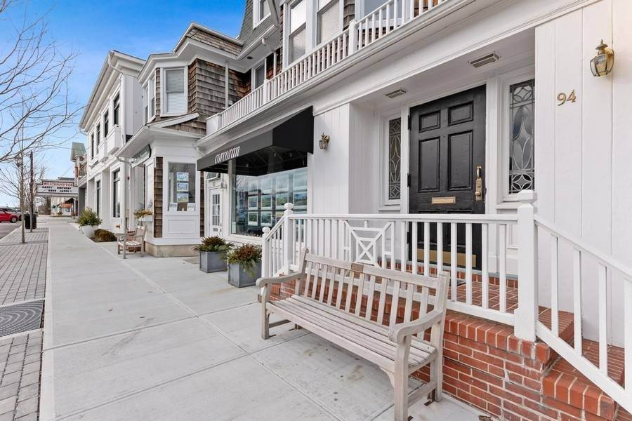 Condominiums for Sale at Main Street, Westhampton Beach Condo 94 Main Street, #4, Westhampton Beach Village, NY 11978