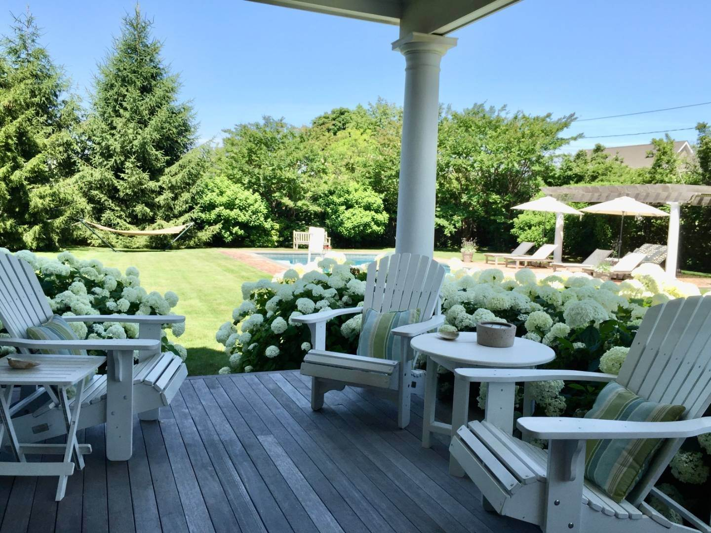 27. Single Family Home at Immaculate Southampton Village Home With Large Pool Southampton, NY 11968