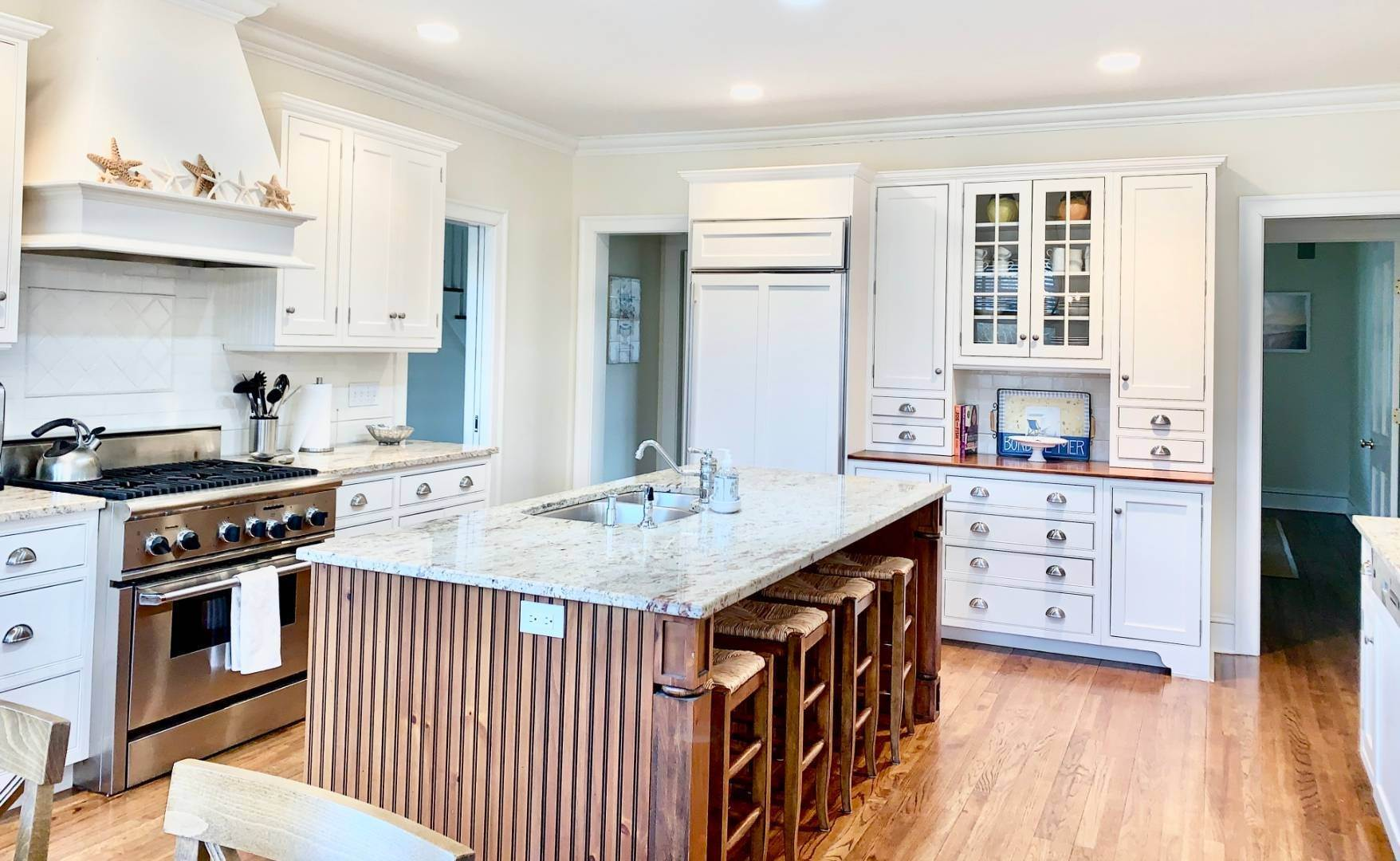 6. Single Family Home at Immaculate Southampton Village Home With Large Pool Southampton, NY 11968