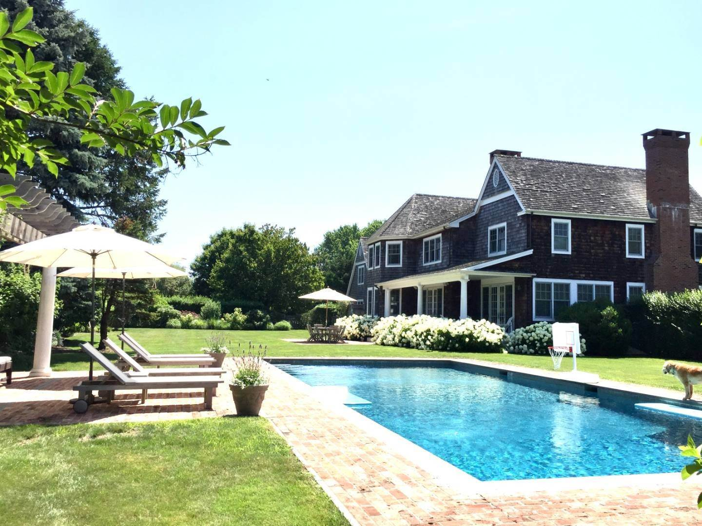 28. Single Family Home at Immaculate Southampton Village Home With Large Pool Southampton, NY 11968