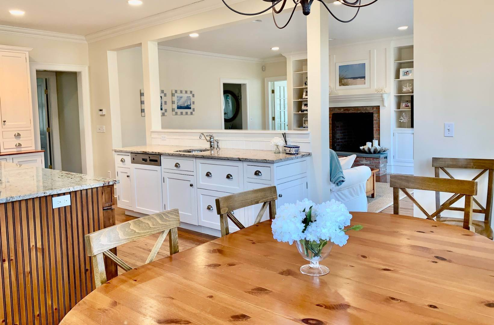 8. Single Family Home at Immaculate Southampton Village Home With Large Pool Southampton, NY 11968