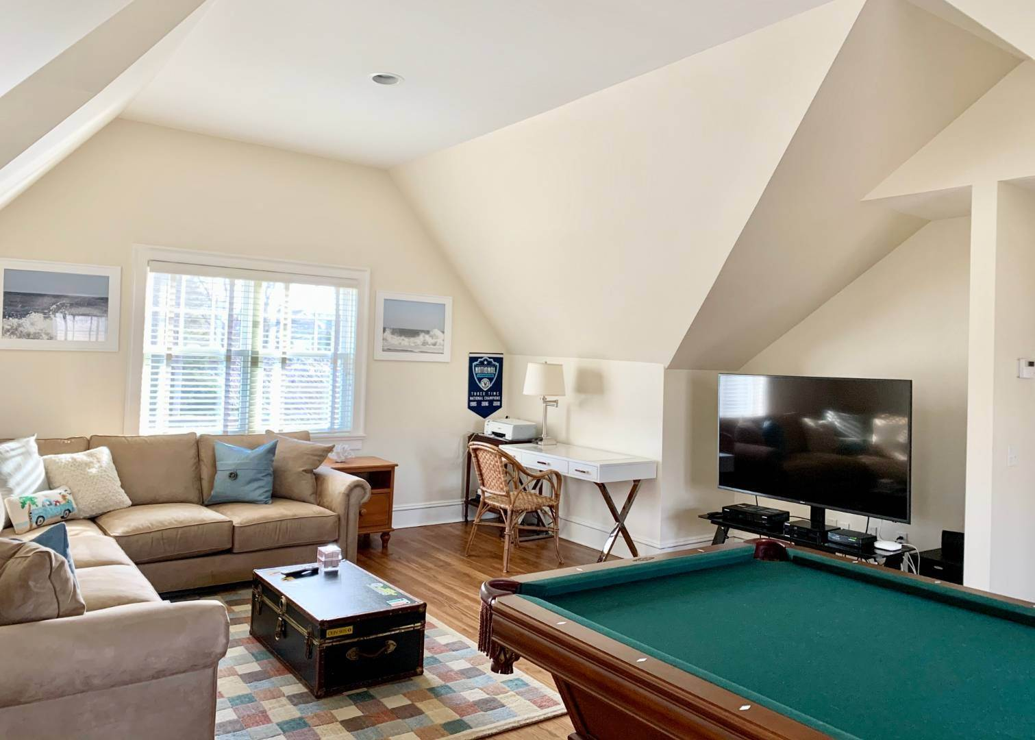 10. Single Family Home at Immaculate Southampton Village Home With Large Pool Southampton, NY 11968