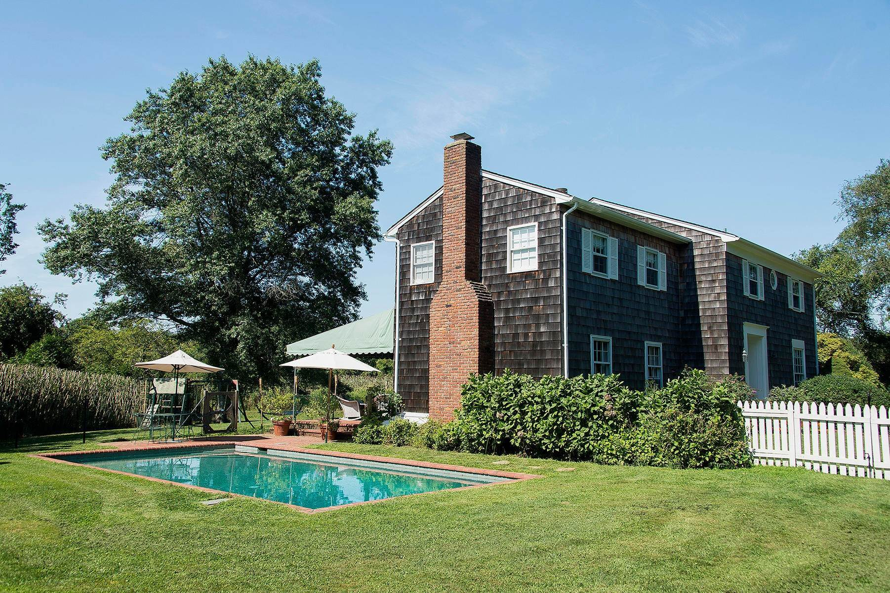 13. Single Family Home at Charming Village Traditional Southampton, NY 11968