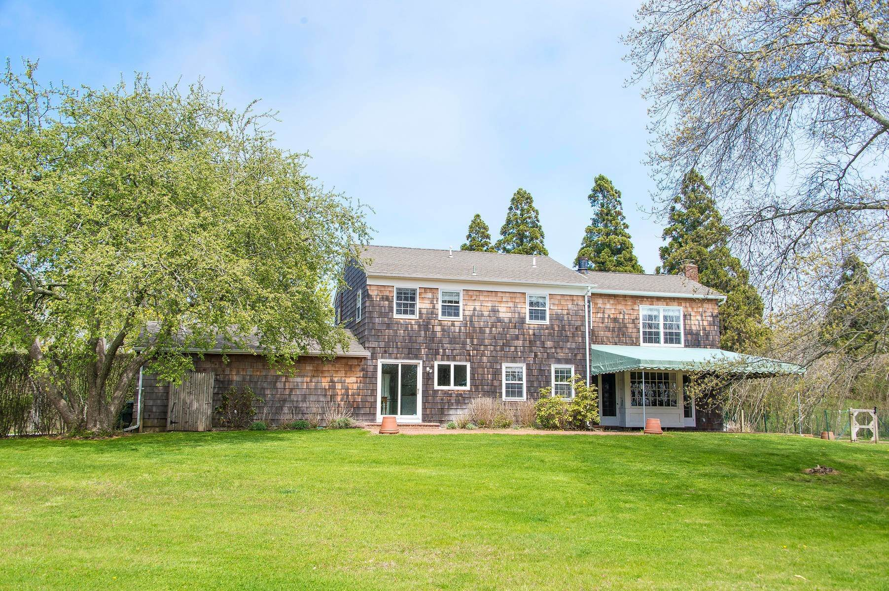 17. Single Family Home at Charming Village Traditional Southampton, NY 11968
