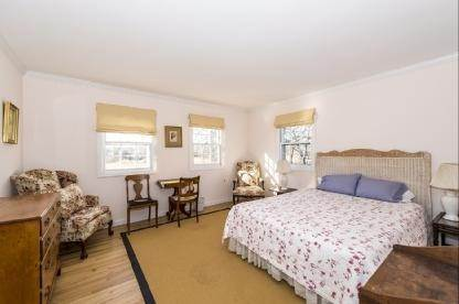 11. Single Family Home at Charming Village Traditional Southampton, NY 11968