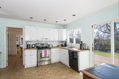 7. Single Family Home at Charming Village Traditional Southampton, NY 11968
