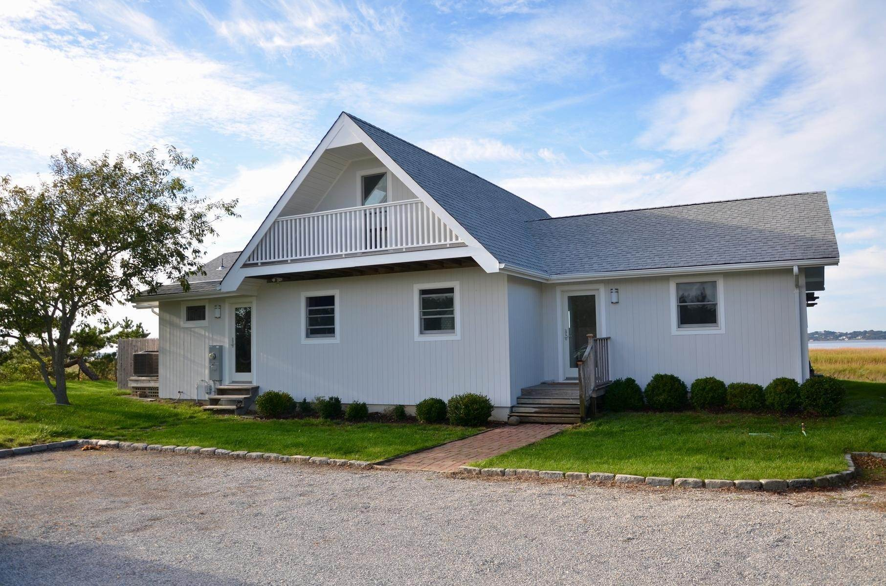 21. Single Family Home at Cottage Close To The Ocean Southampton, NY 11968