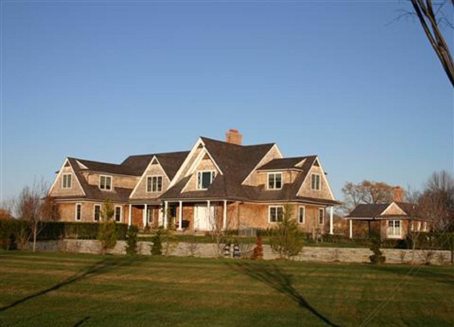 2. Single Family Home at Private Mecox Bay Water Front Estate With Tennis Water Mill, NY 11976