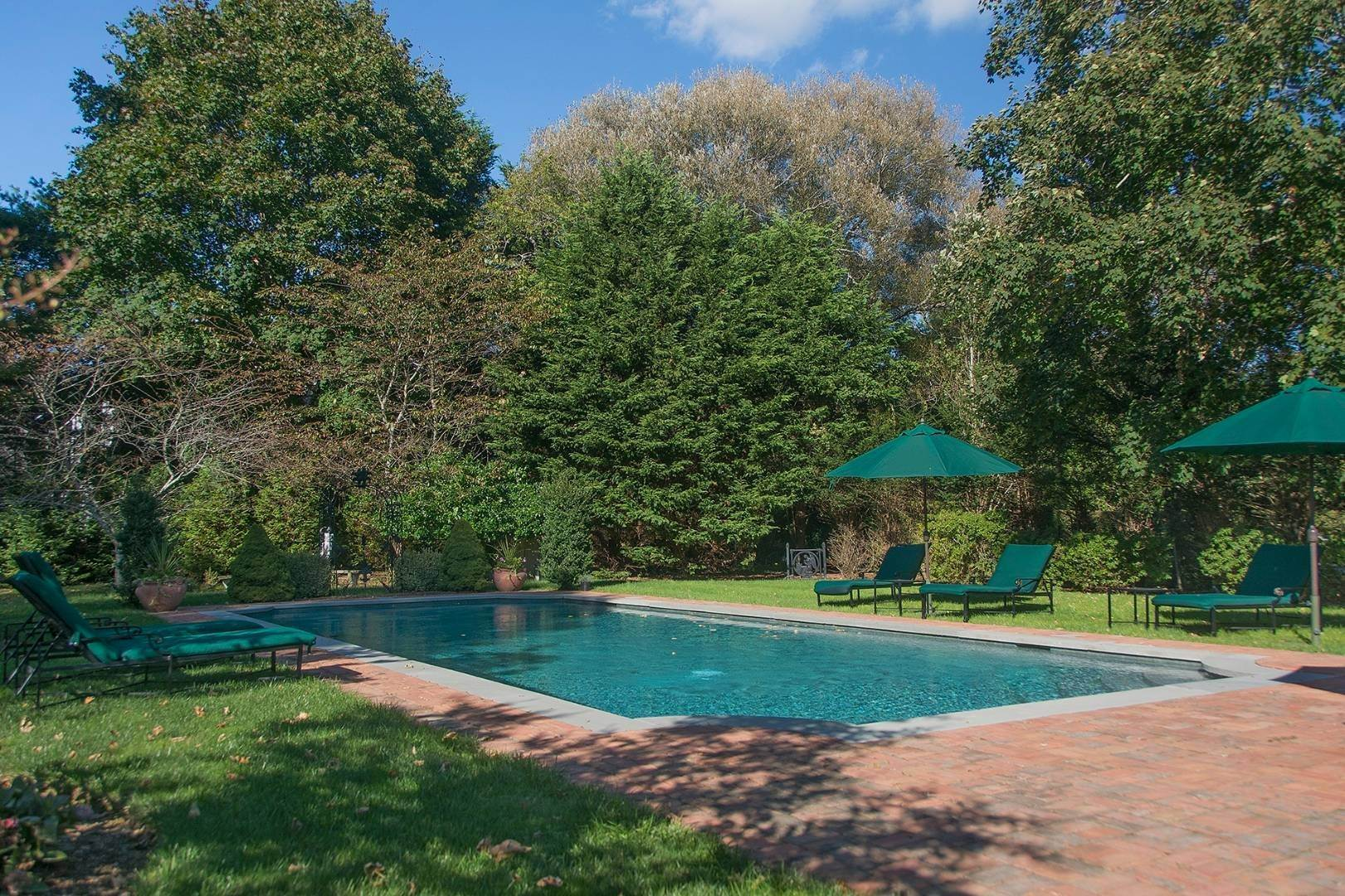 24. Single Family Home at Great Southampton Village Estate Two Blocks To Ocean Southampton, NY 11968