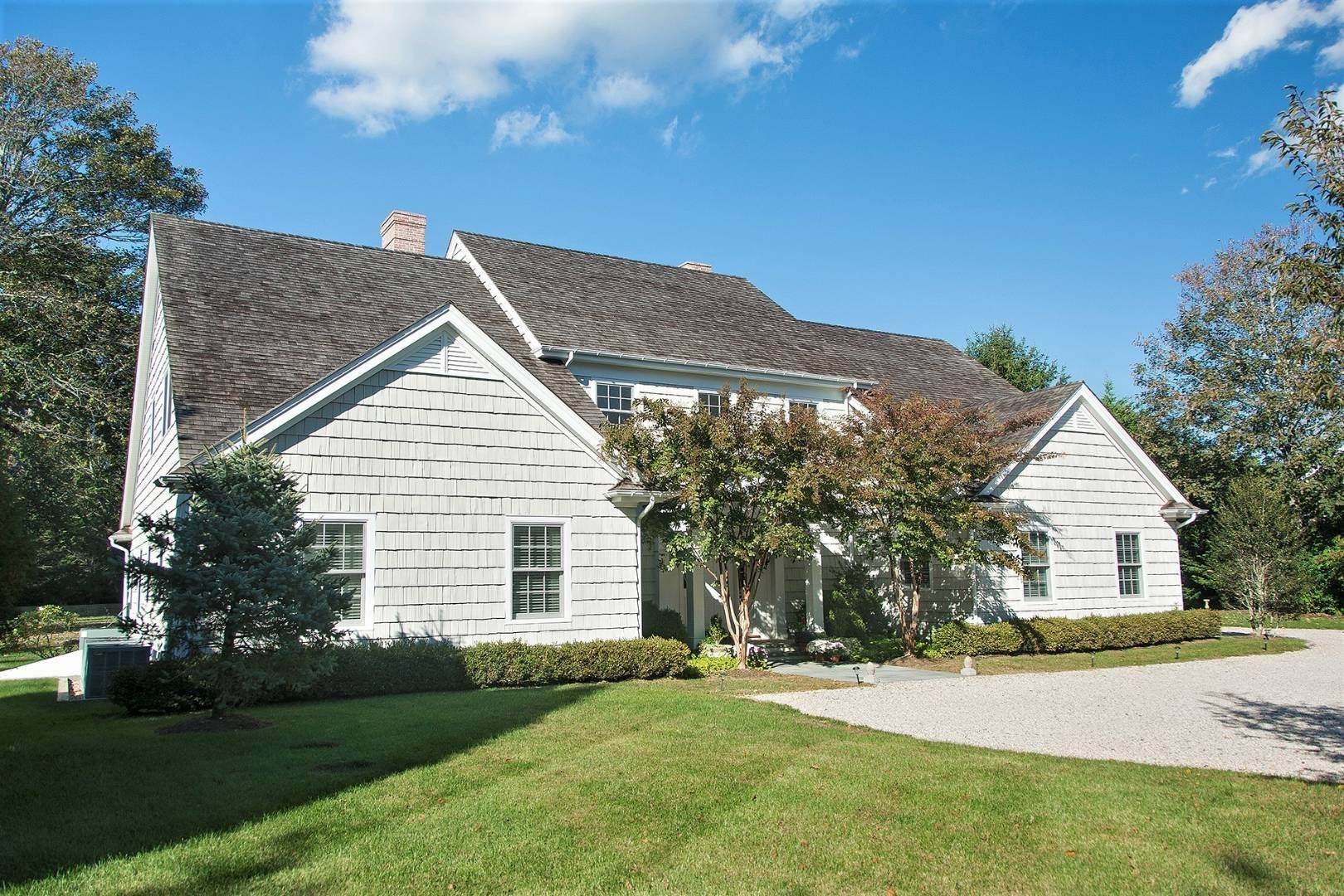 2. Single Family Home at Great Southampton Village Estate Two Blocks To Ocean Southampton, NY 11968