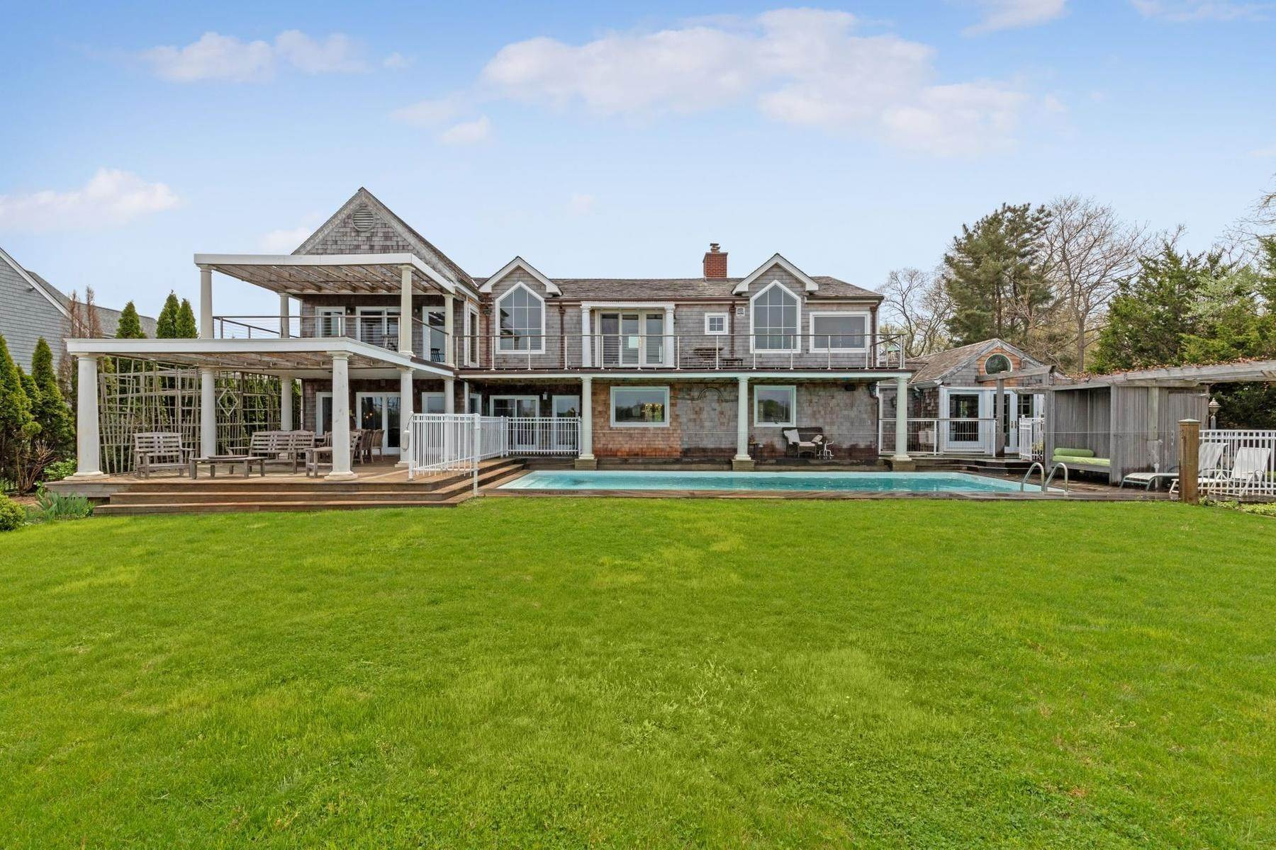 17. Single Family Home at Summer On The Bay In The Village Of Sag Harbor With Pool Sag Harbor, NY 11963