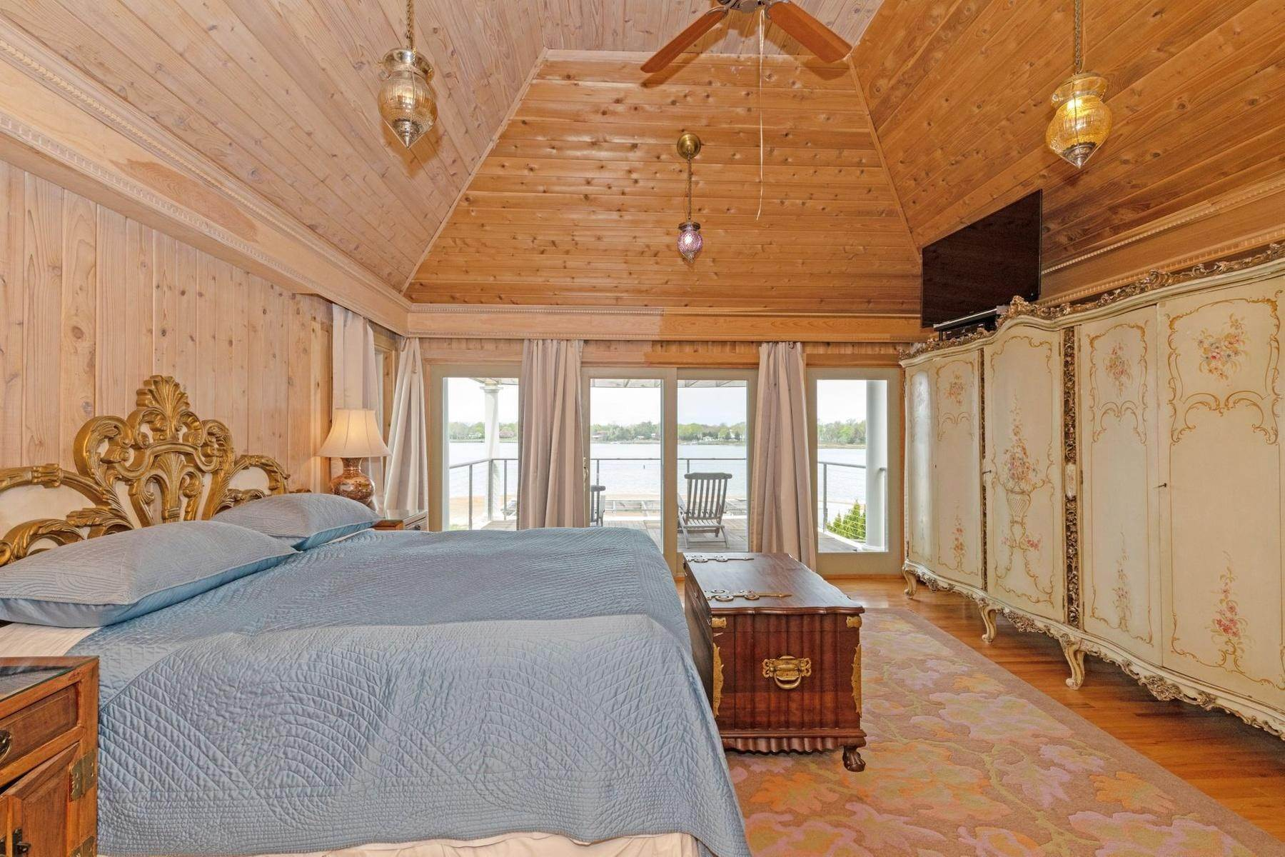 14. Single Family Home at Summer On The Bay In The Village Of Sag Harbor With Pool Sag Harbor, NY 11963