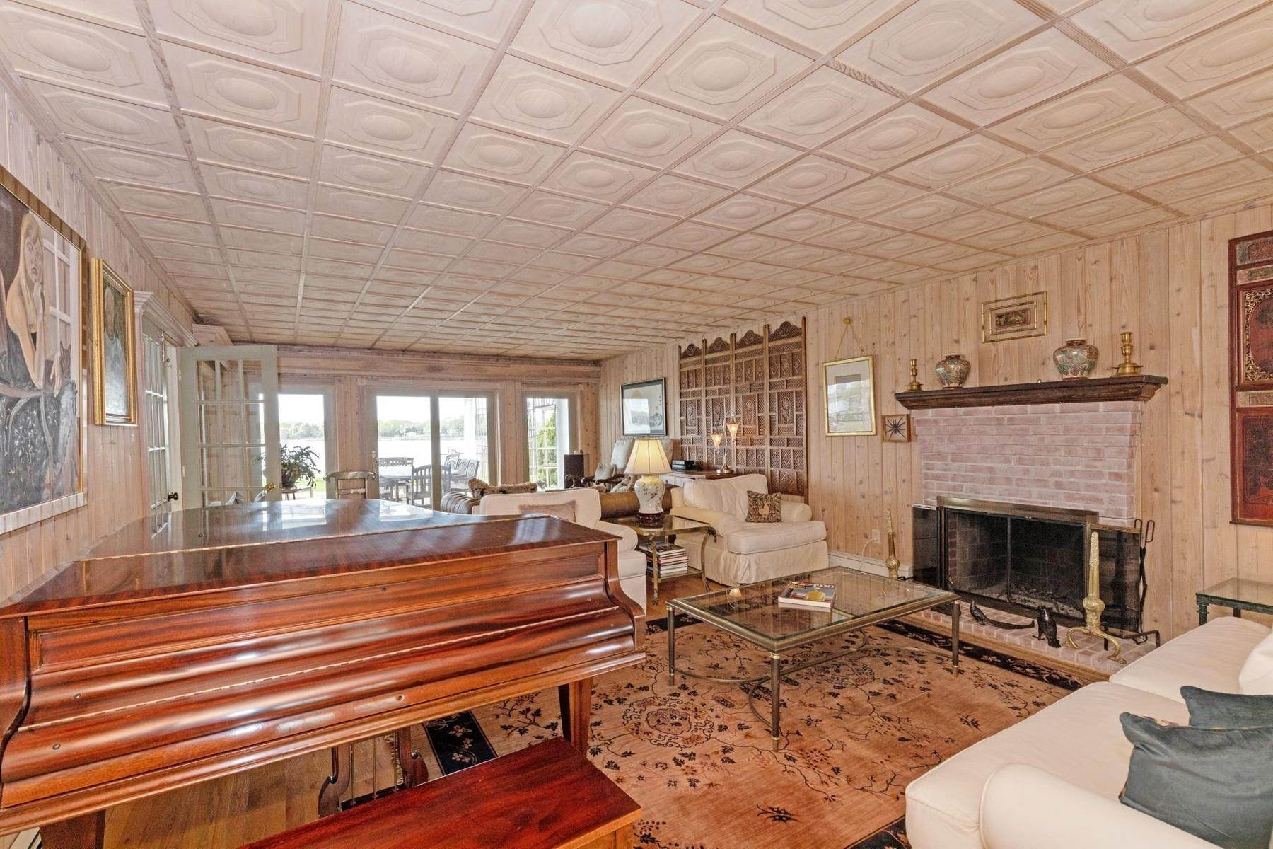 3. Single Family Home at Summer On The Bay In The Village Of Sag Harbor With Pool Sag Harbor, NY 11963
