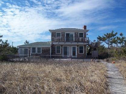19. Single Family Home at Amagansett Oceanfront Amagansett, NY 11930