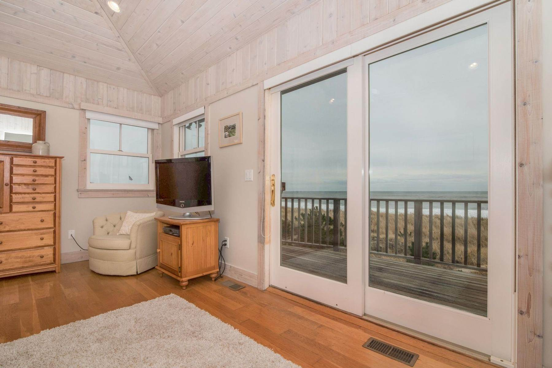 10. Single Family Home at Amagansett Oceanfront Amagansett, NY 11930