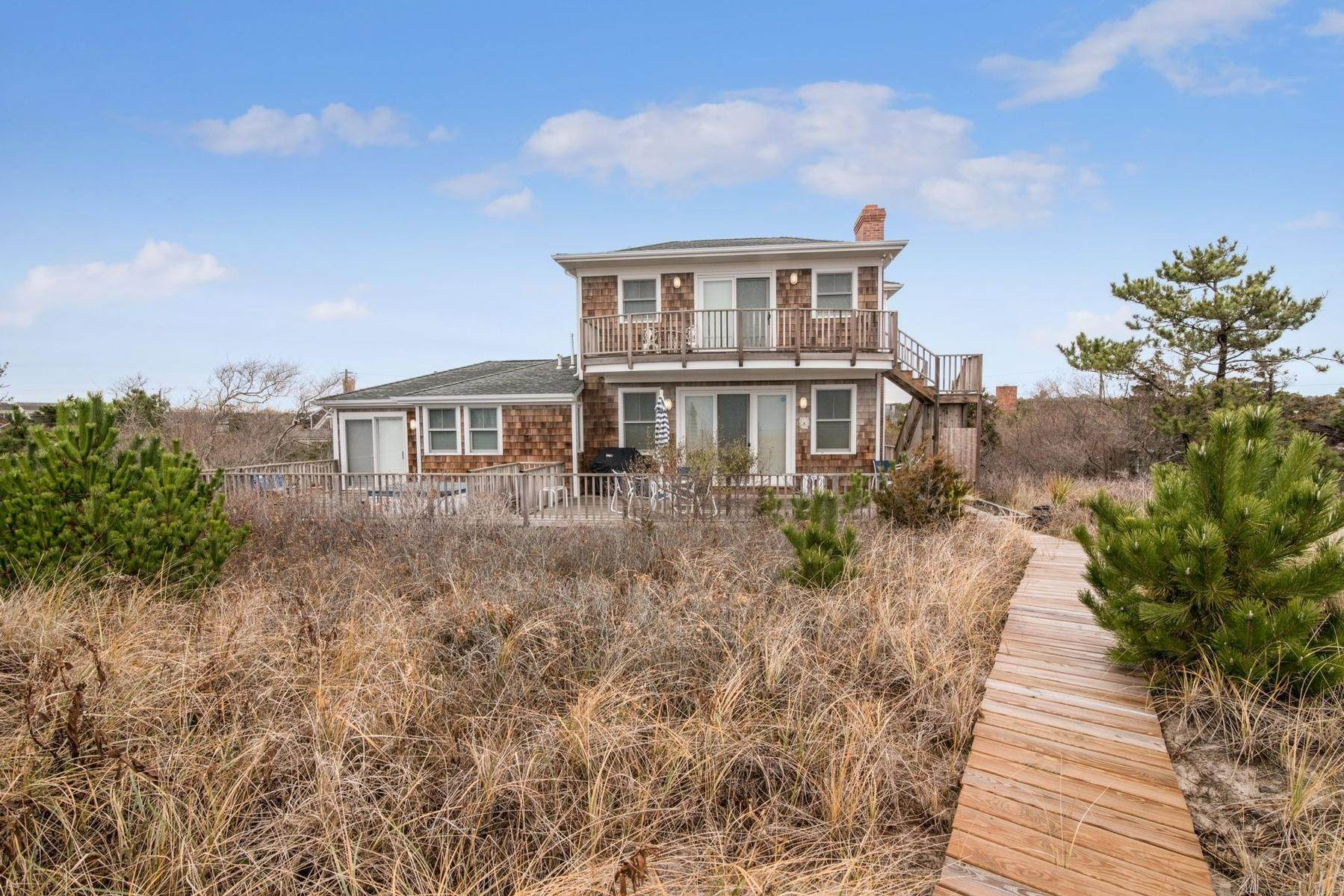 20. Single Family Home at Amagansett Oceanfront Amagansett, NY 11930