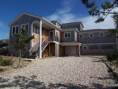 22. Single Family Home at Amagansett Oceanfront Amagansett, NY 11930
