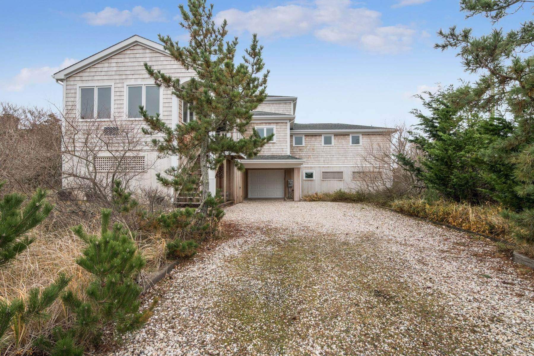 21. Single Family Home at Amagansett Oceanfront Amagansett, NY 11930
