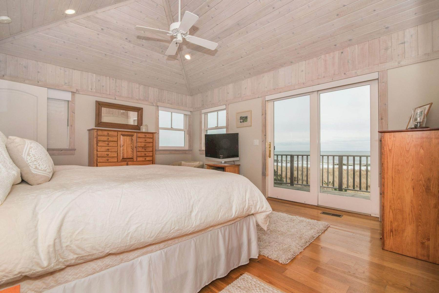 8. Single Family Home at Amagansett Oceanfront Amagansett, NY 11930