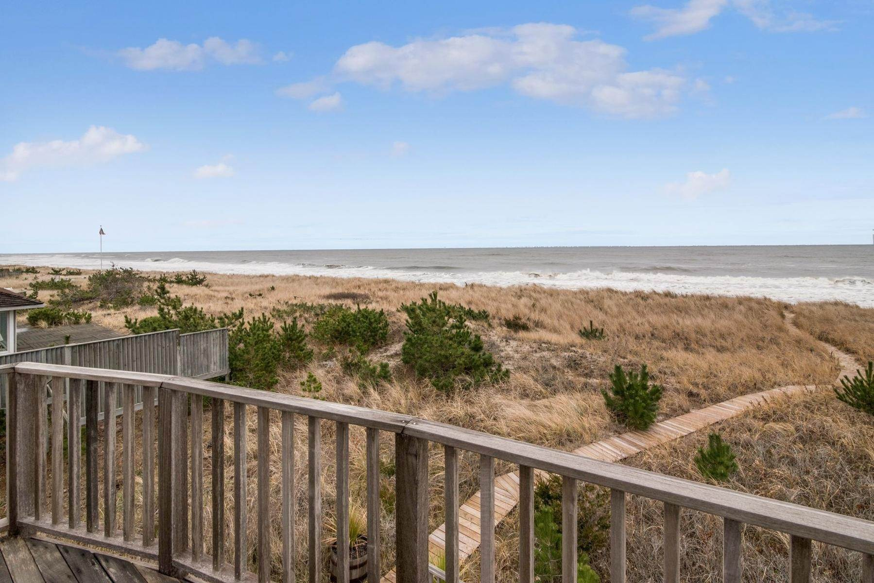 17. Single Family Home at Amagansett Oceanfront Amagansett, NY 11930