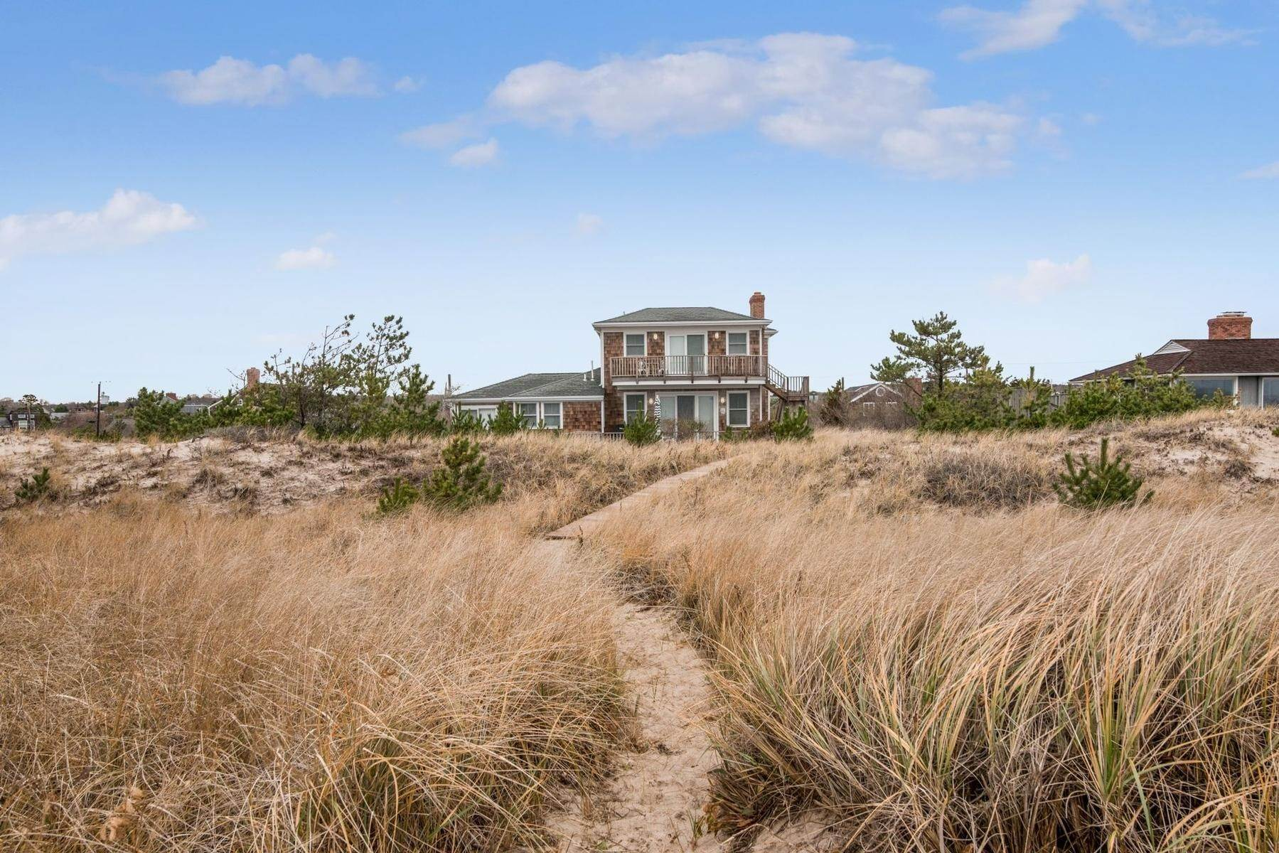 23. Single Family Home at Amagansett Oceanfront Amagansett, NY 11930