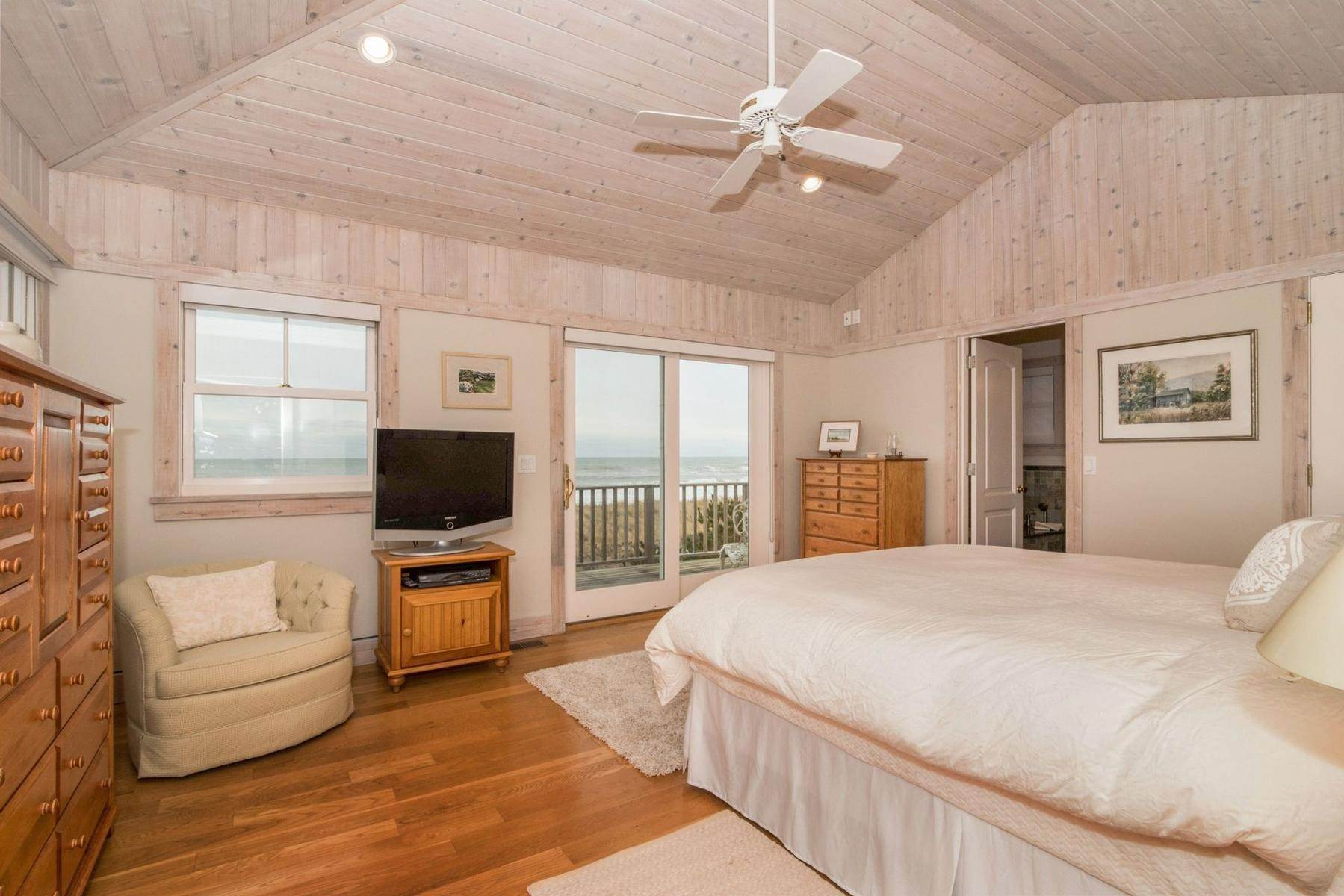 9. Single Family Home at Amagansett Oceanfront Amagansett, NY 11930