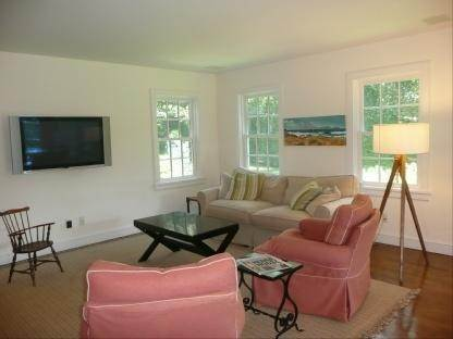 13. Single Family Home at Wonderful Wainscott Wainscott, NY 11975