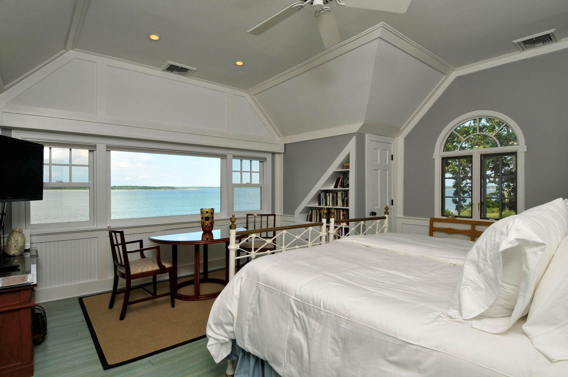 18. Single Family Home at Spectacular Waterfront In Sag Harbor Sag Harbor, NY 11963