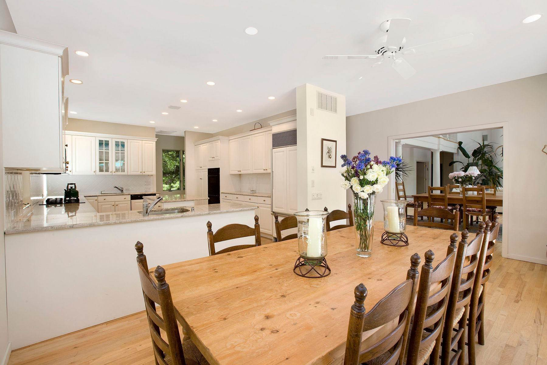 7. Single Family Home at Tennis And Privacy In East Hampton East Hampton, NY 11937