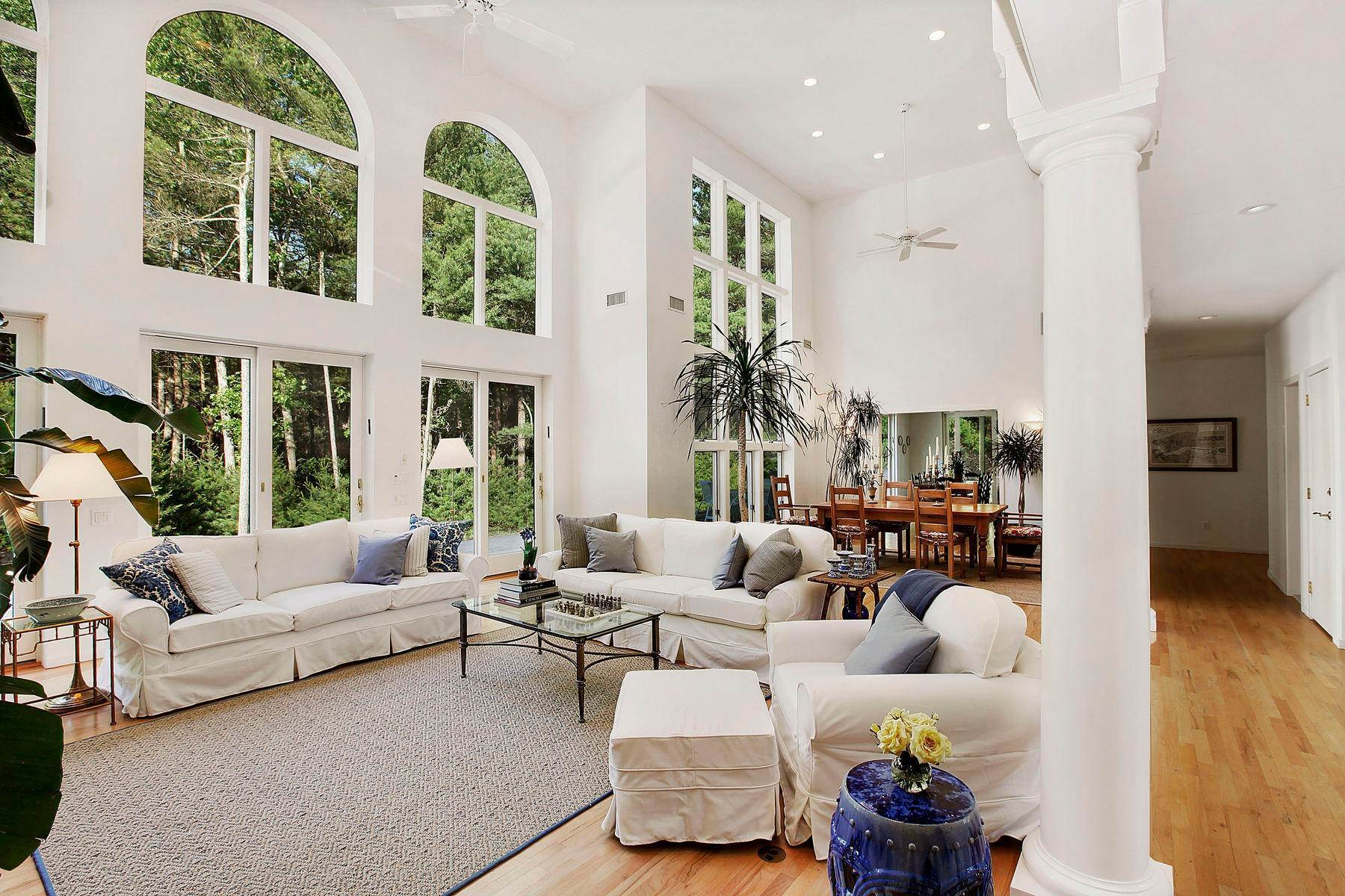 18. Single Family Home at Tennis And Privacy In East Hampton East Hampton, NY 11937