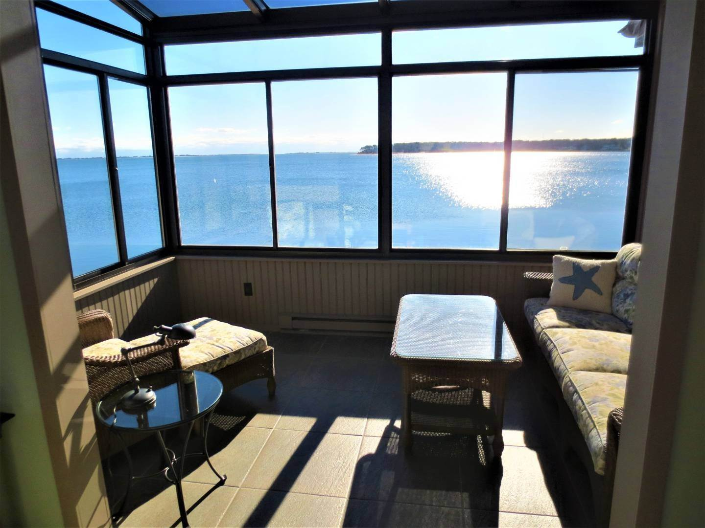 16. Single Family Home at Beautiful Shinnecock Bayfront Home For Summer Rental Hampton Bays, NY 11946