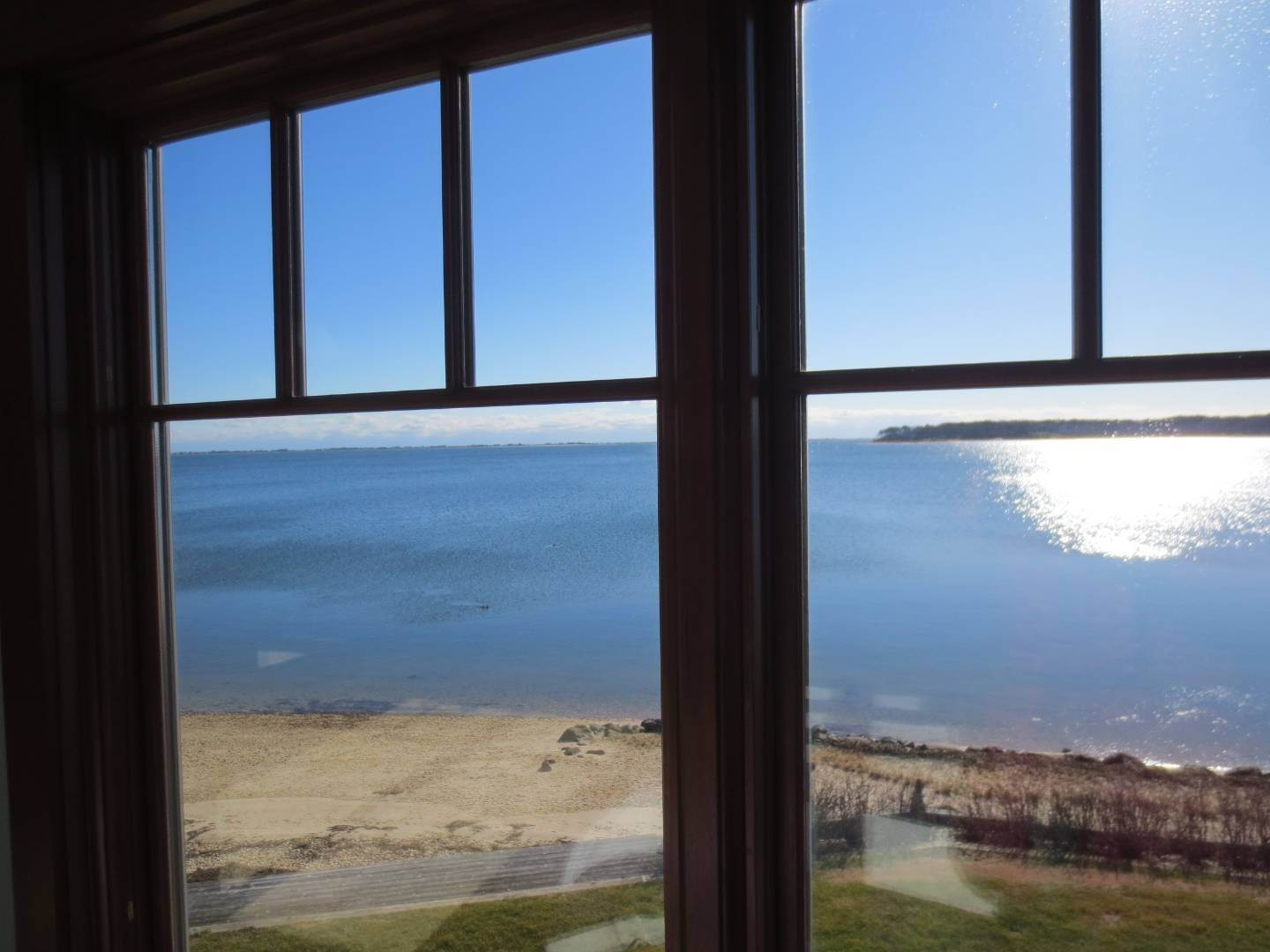 17. Single Family Home at Beautiful Shinnecock Bayfront Home For Summer Rental Hampton Bays, NY 11946
