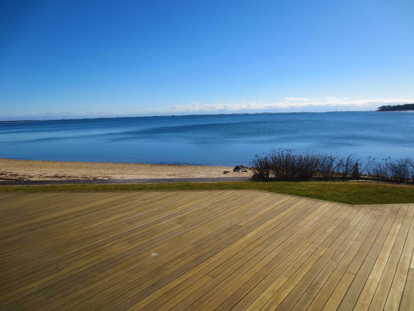 20. Single Family Home at Beautiful Shinnecock Bayfront Home For Summer Rental Hampton Bays, NY 11946