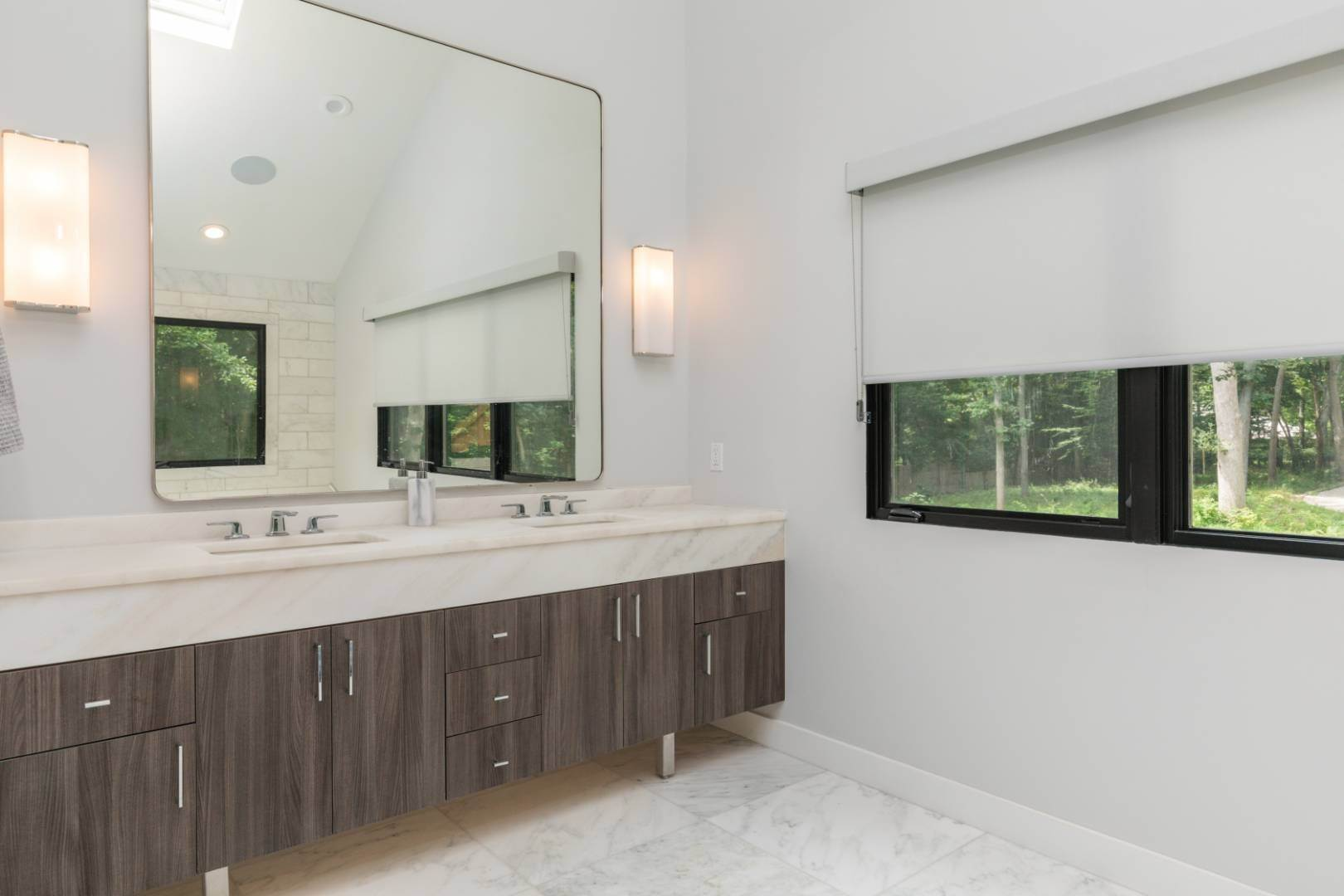 11. Single Family Home at Magnificent Modern With Heated Saltwater Pool 4 Ruffed Grouse Court, East Hampton, NY 11937