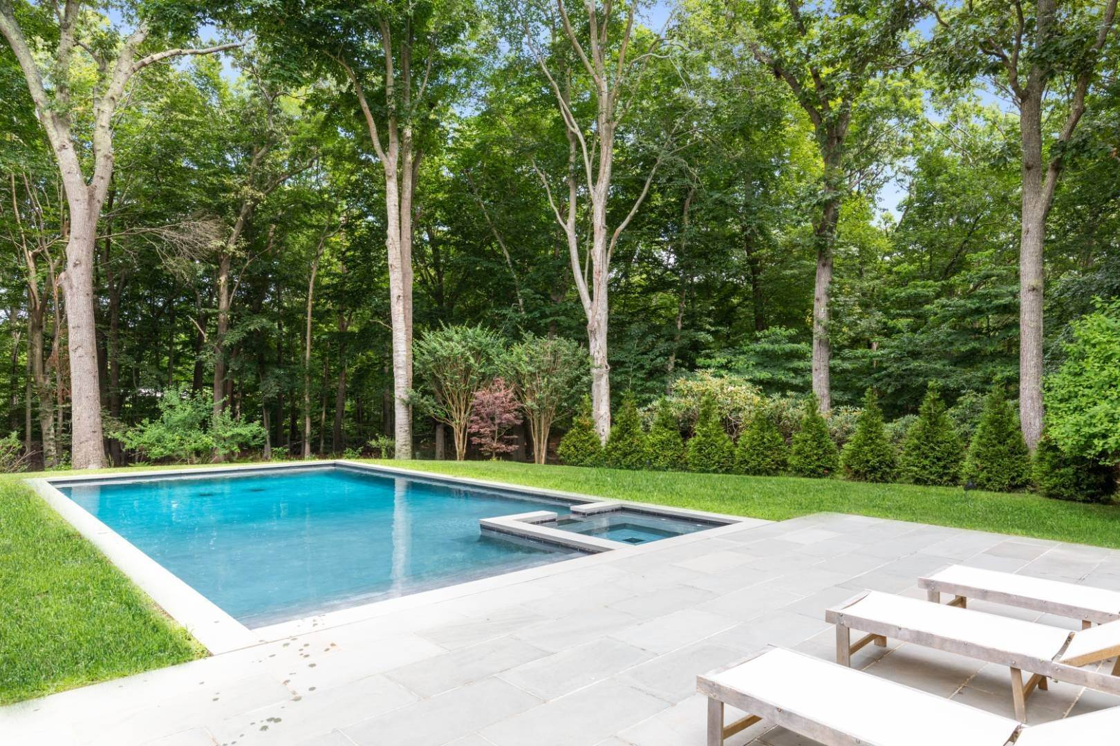 23. Single Family Home at Magnificent Modern With Heated Saltwater Pool 4 Ruffed Grouse Court, East Hampton, NY 11937