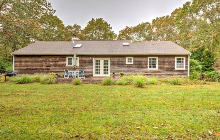 10. Single Family Home at Borders 100+ Acre Reserve Sagaponack, NY 11962