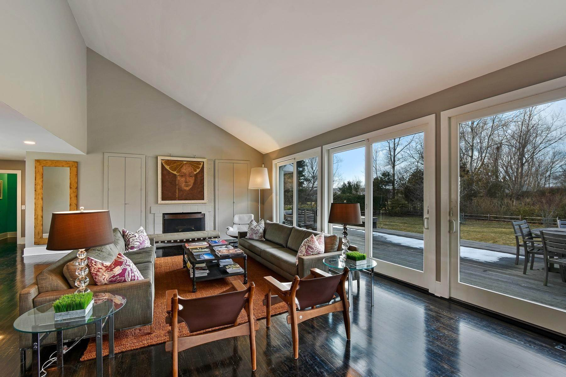 9. Single Family Home at Water Mill - Great Location Behind Parish Museum, Cud-De-Sac Water Mill, NY 11976