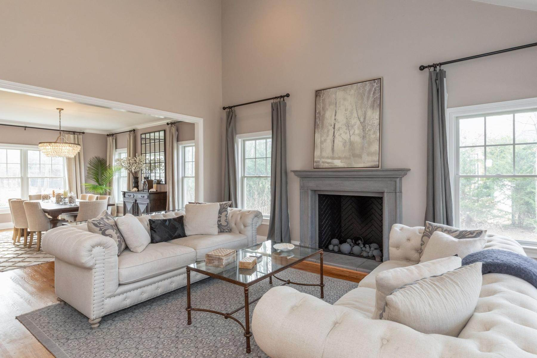 3. Single Family Home at Southampton Traditional Newly Furnished Southampton, NY 11968