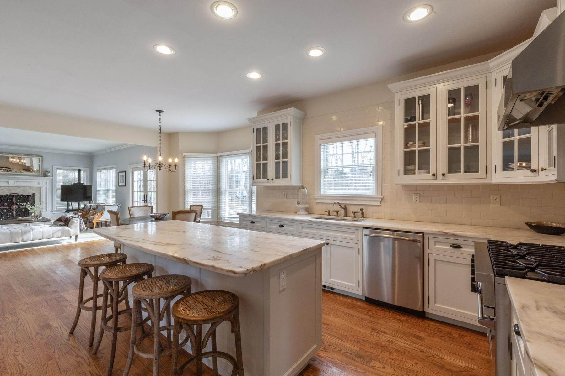 5. Single Family Home at Southampton Traditional Newly Furnished Southampton, NY 11968