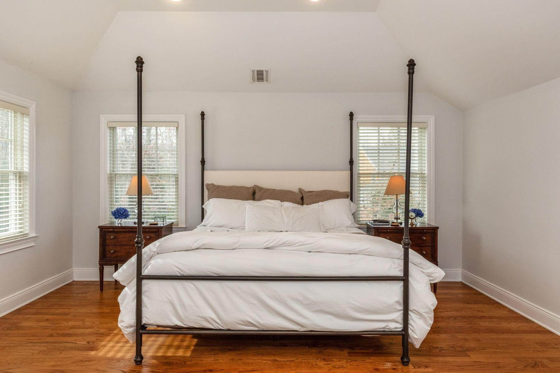 8. Single Family Home at Southampton Traditional Newly Furnished Southampton, NY 11968