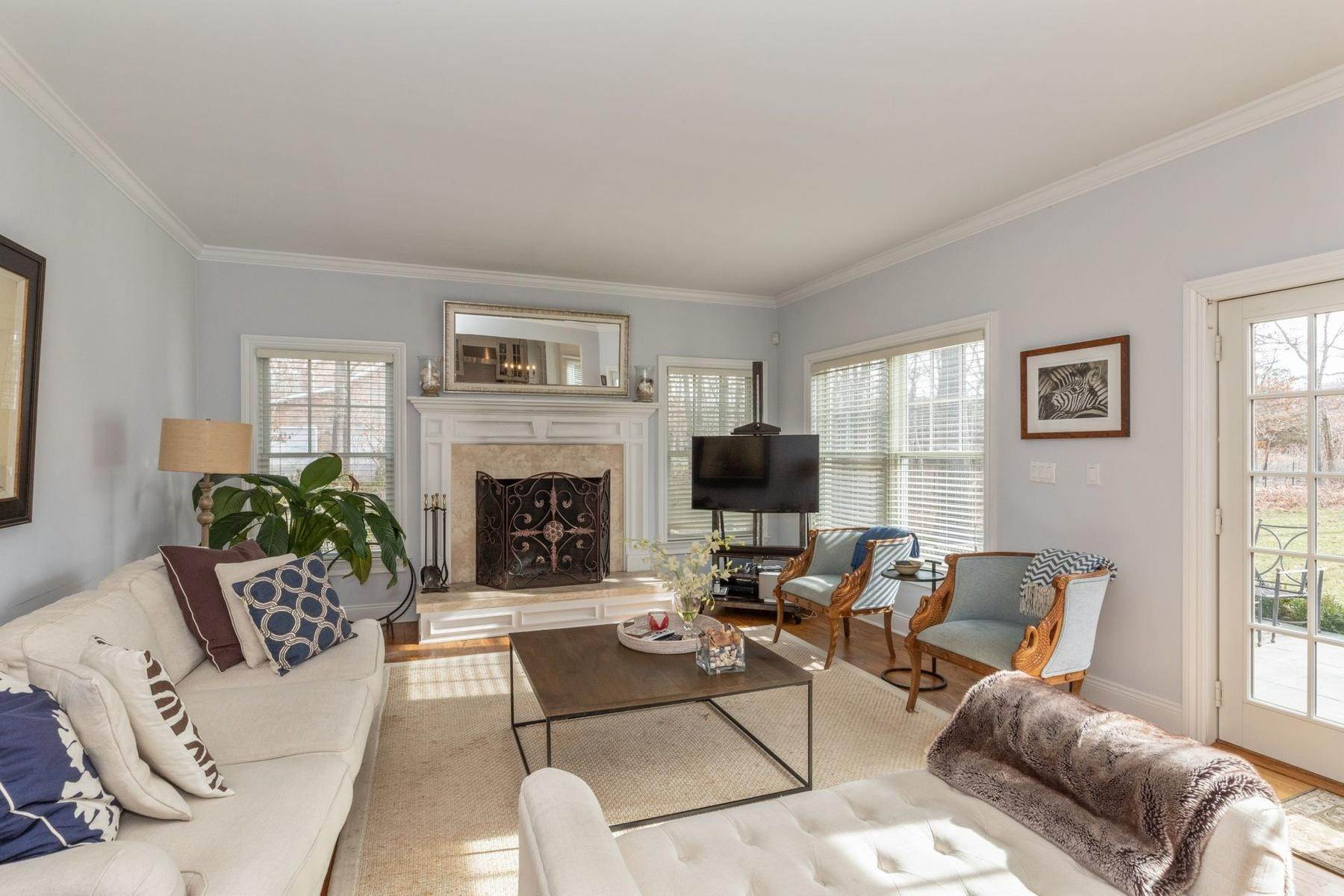 6. Single Family Home at Southampton Traditional Newly Furnished Southampton, NY 11968