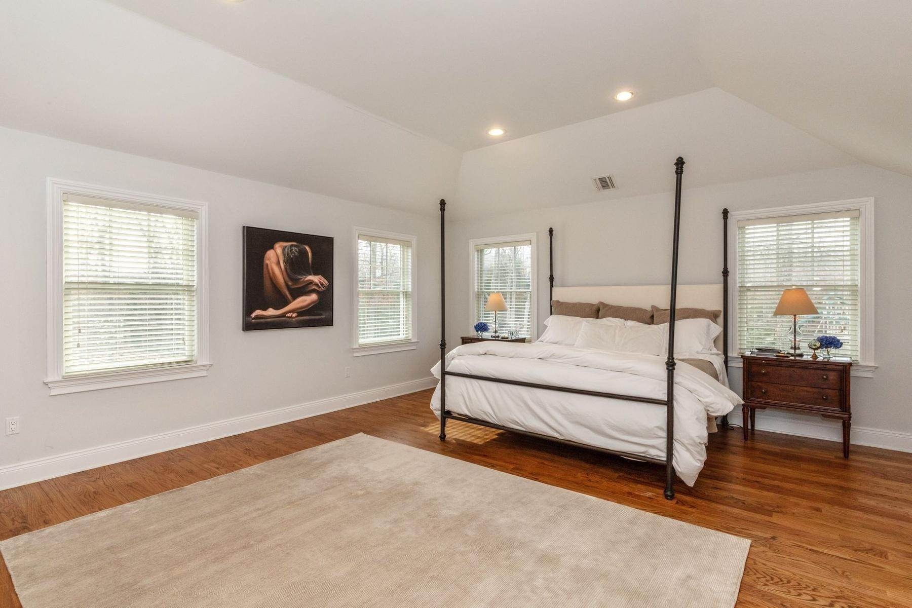 7. Single Family Home at Southampton Traditional Newly Furnished Southampton, NY 11968
