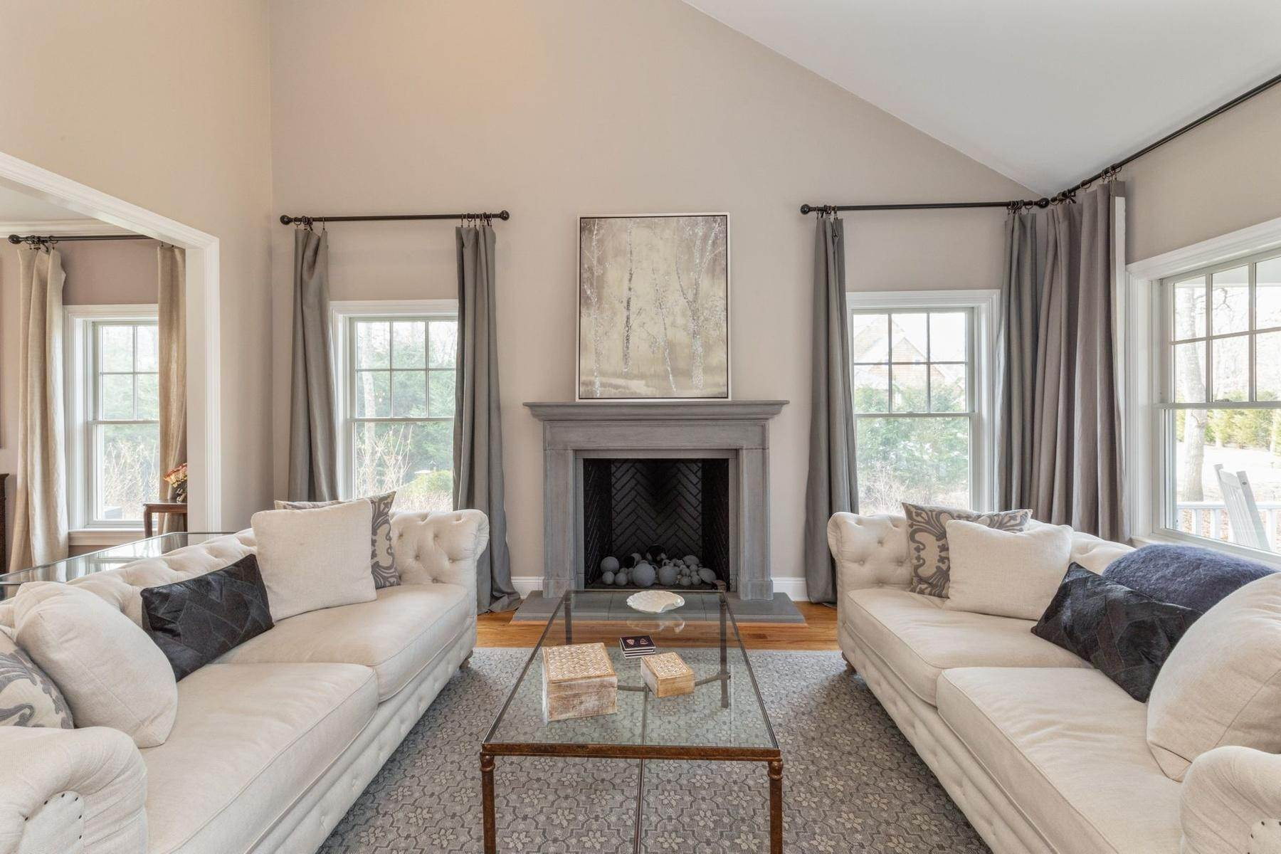 2. Single Family Home at Southampton Traditional Newly Furnished Southampton, NY 11968