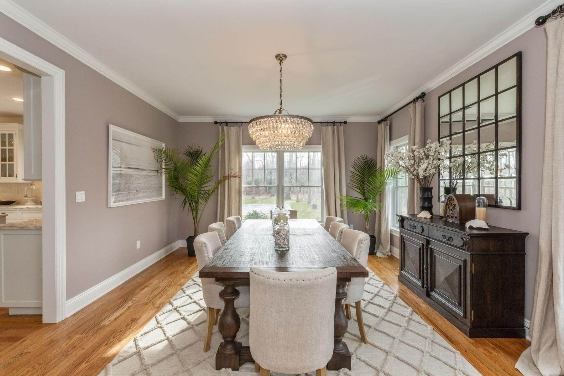 4. Single Family Home at Southampton Traditional Newly Furnished Southampton, NY 11968